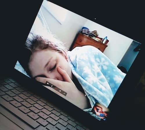 Fall asleep via skype - sweet things to do with long distance boyfriend - todaywedate.com