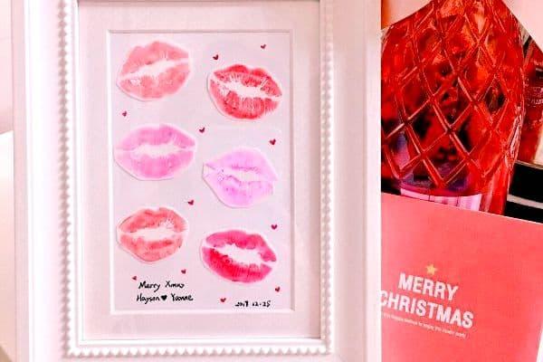 "DIY ""Kiss Print"" - Easy DIY Christmas Gift for him - Todaywedate.com"