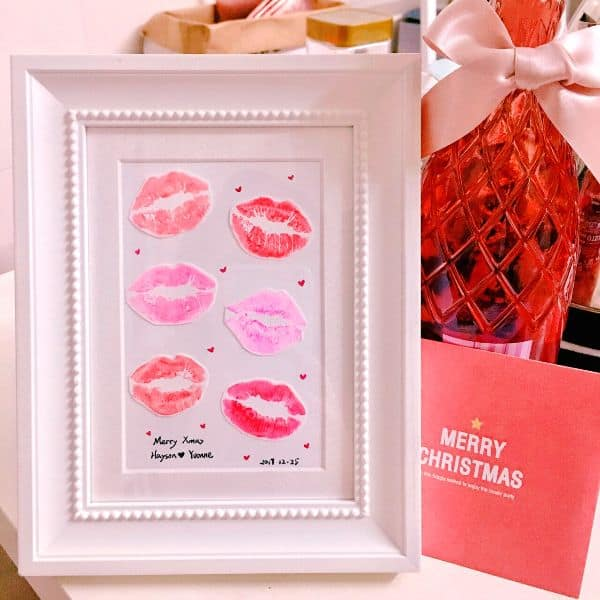 DIY print of kisses - 42 sweet gift ideas for your long distance boyfriend - TodayWeDate.com