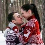 31 Very Merry Christmas Photo Ideas for Couples