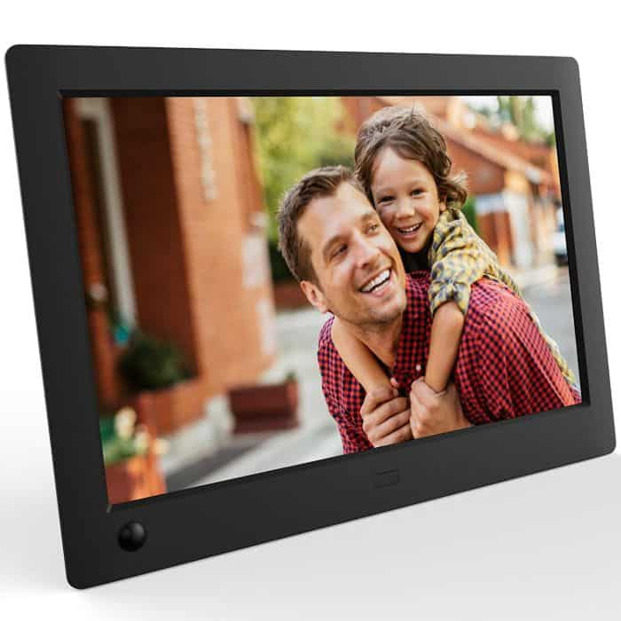 A digital photo frame to loop your best moments together - best ldr gifts for him -todaywedate.com