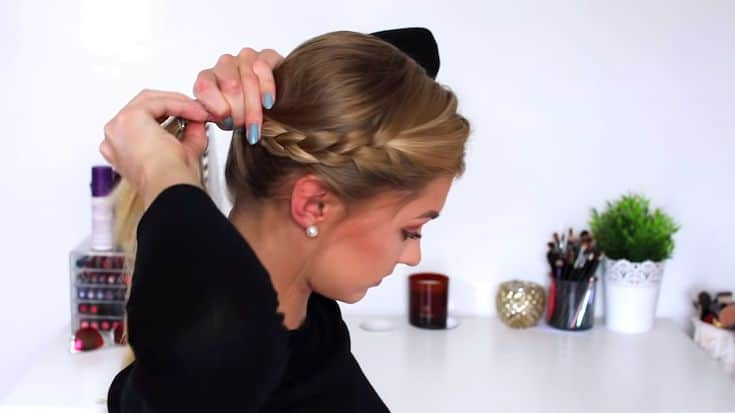 cute-and-easy-summer-hairstyle-for-long-hair-Ponytail-with-a-side-braid​-4