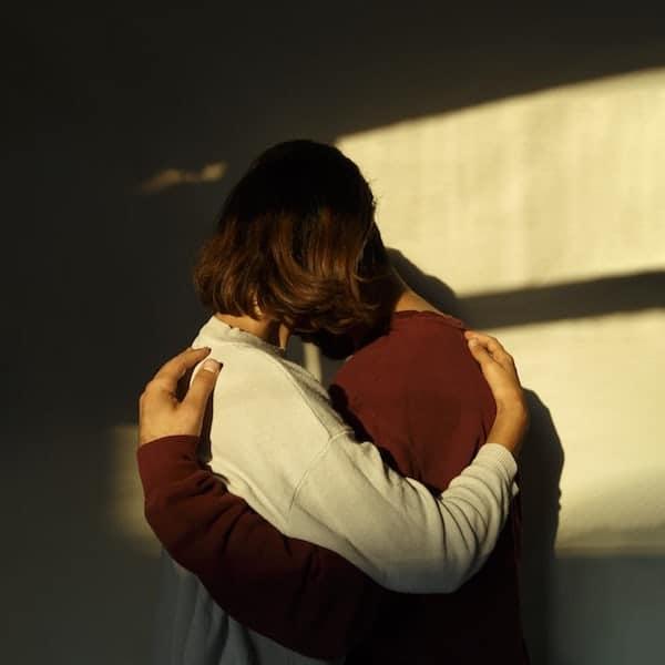 hugging-alternatives-for-long-distance-relationships-Todaywedate.com-8